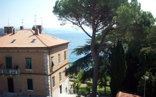 Top location apartment in seccesion house in Opatija