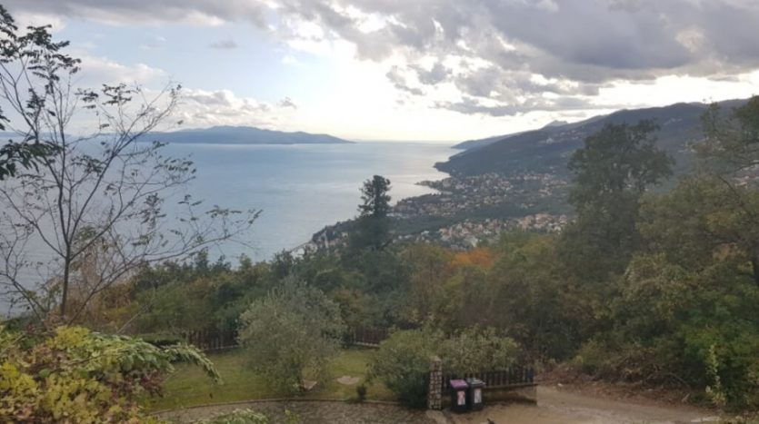 Land with beautiful sea view for sale in Croatia (2)