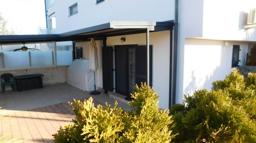 2 Apartments near the sea with private garden on island Krk (20)