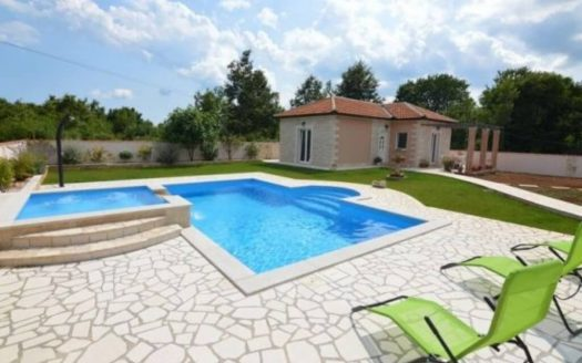 Furnished House with pool for sale in Rabac (13)