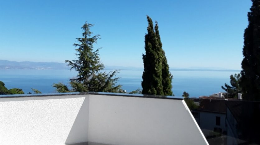 Spacious Apartment with 2 terraces for sale in Opatija (6)