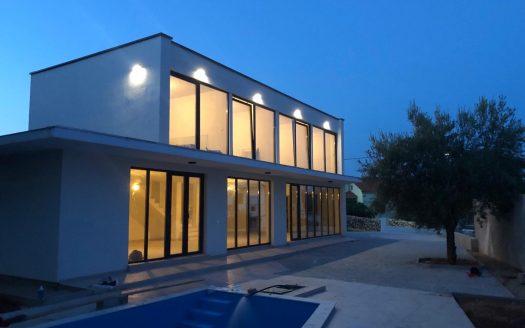 Moderno Dizajnirana Kuća na krku za prodaju (3)