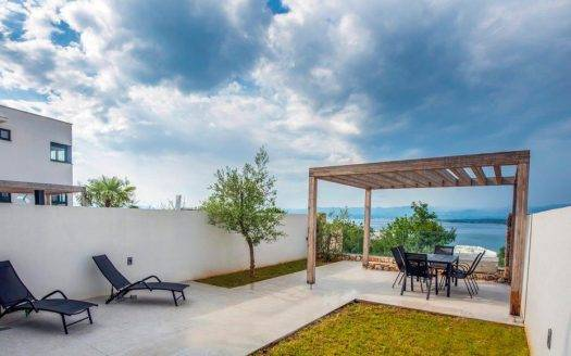 APARTMAN WITH GARDEN AND SEA VIEW (9)